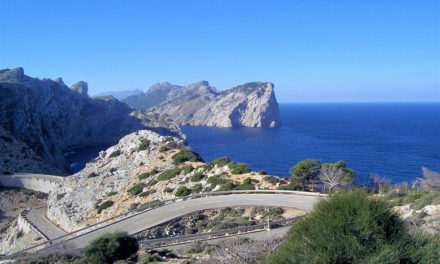 Traffic regulation at the Formentor lighthouse