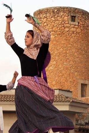 """Boleros y Copeos Mallorquines. El """"ball de bot"""", baile tradicional, baile popular o baile de plaza"""