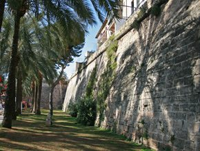 The bastions of Sant Pere and of the Prince recover the fortified Palma