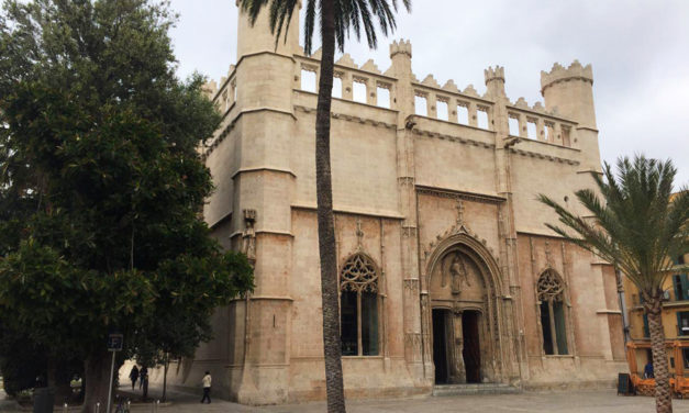 "Palma de Mallorca's ""La Lonja"" and it's guardian angel"