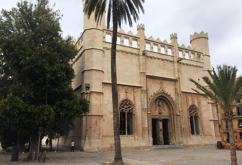"Palma de Mallorca's ""La Lonja"" and it's guardian angel."