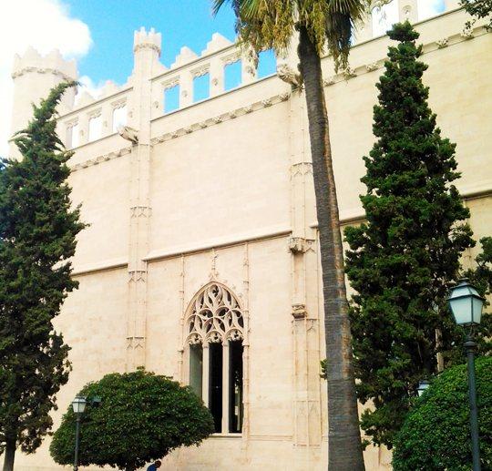 La Lonja de Palma de Mallorca tiene su ángel de la guarda
