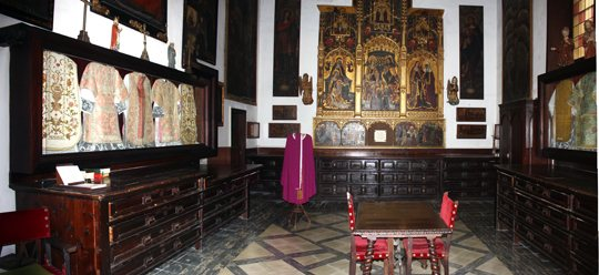 Готический клуатр монастыря Сант-Франсеск