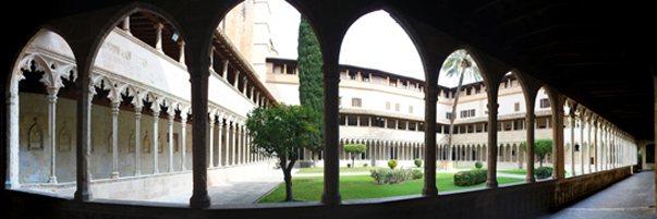 claustro-gotico-sant-francesc-palma-mallorca-2