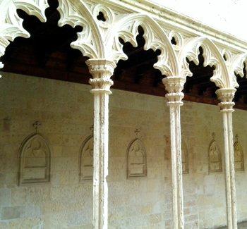 El claustro gótico de Sant Francesc, Mallorca