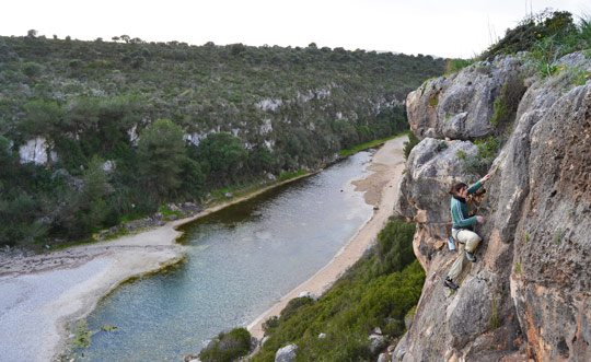 Climbing in Cala Magraner (Manacor), a sunny spot by the sea