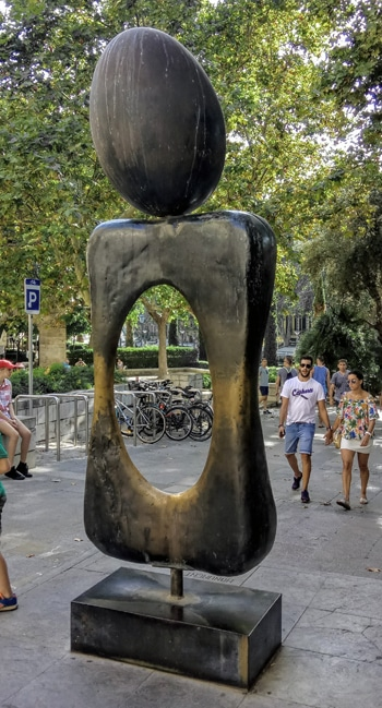 Angel custodio, La Lonja. Ein Spaziergang  an den Skulpturen Palmas vorbei, Joan Miró
