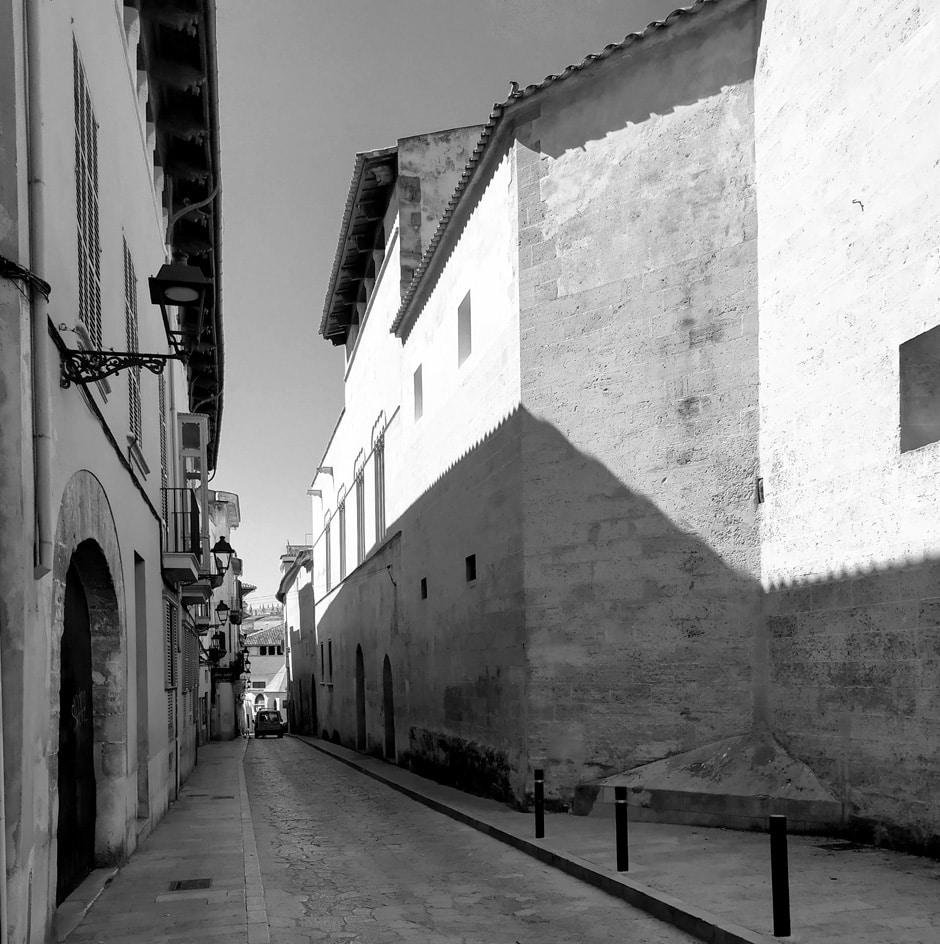Vida de clausura i meditació a Palma. Carrer de la Concepció, Palma, Mallorca.